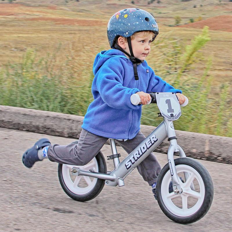 Correr sentado en una Bicicleta de Balance Strider