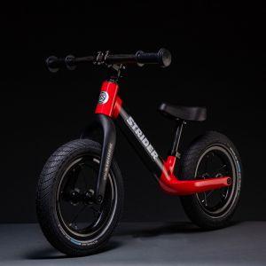 Strider lanzó una bici de fibra de Carbono para los pequeños del Kindergarten
